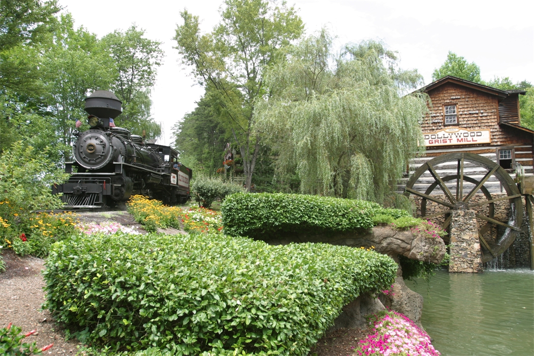 DW_Shops_Dollywood- DW Express and Grist Mill.jpg