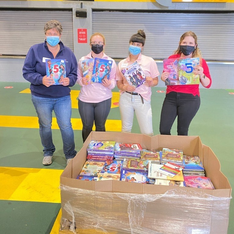 FNB employees from the Pittsburgh's One Oliver Plaza Office volunteering at the United Way's Big Book Drop event.