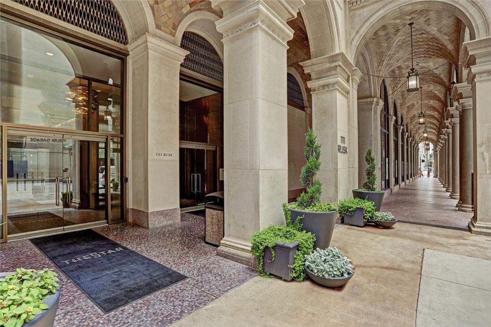The Star Apartments at The Historic Texaco Headquarters Building, Houston, TX.  Photo: Lauren Parsons