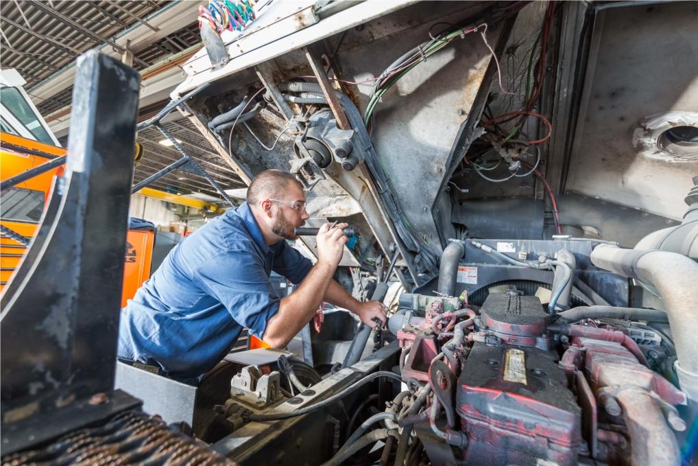 Full-Service Truck Repair.