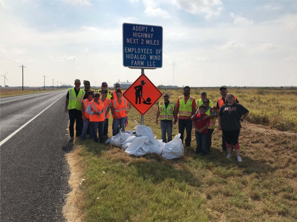 EDPR NA employees volunteer at our Los Mirasoles Wind Farm, 2019.