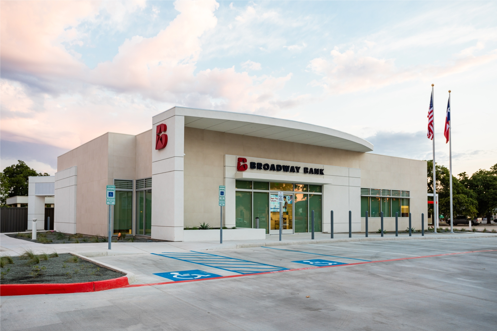 Broadway Bank opened up a state-of-the-art financial center in Kerrville in August 2020. The new design is optimized for a best in class customer experience and also reflects the bank's commitment to deliver modern banking that's locally sourced and personally delivered.
